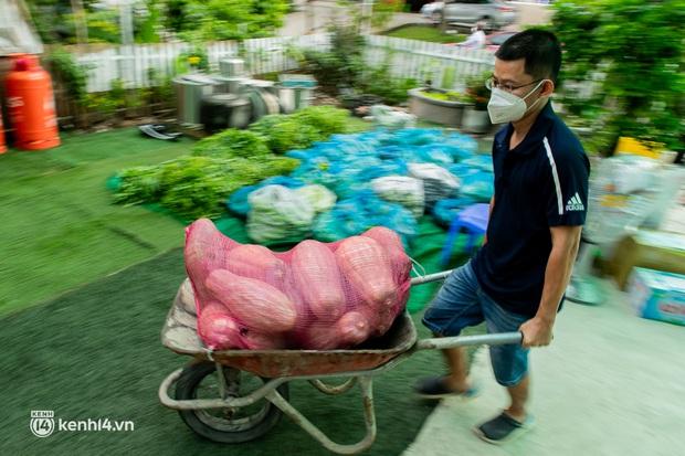 Chuyện cư dân chung cư ở Sài Gòn nấu hàng trăm suất ăn mỗi ngày tiếp sức các Bệnh viện dã chiến: Những người tham gia phải có xét nghiệm âm tính - Ảnh 13.