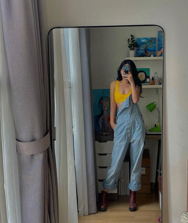 Gái xinh đang ở nhà làm gì: Lôi 7749 bộ đồ ra mặc rồi loanh quanh trên giường với trước gương là có lô ảnh xịn đét kiếm like - Ảnh 4.