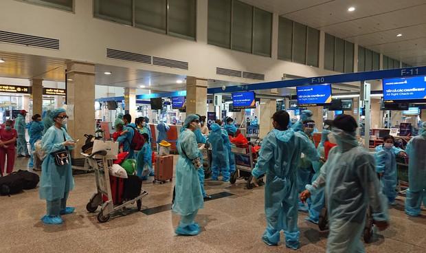 Thêm 2 chuyến bay miễn phí đưa 400 người từ TP.HCM về quê Quảng Nam - Ảnh 1.