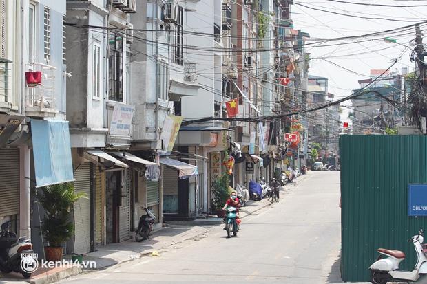 NÓNG: Hà Nội phong tỏa toàn bộ 1 phường của quận Hoàn Kiếm do có dân quân tự vệ dương tính SARS-CoV-2 - Ảnh 3.