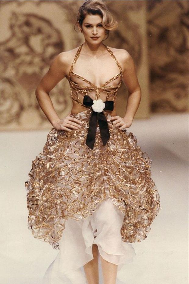 Vì sao người mẫu quốc tế luôn thả rông khi trình diễn trên sàn diễn thời trang? - Ảnh 3.