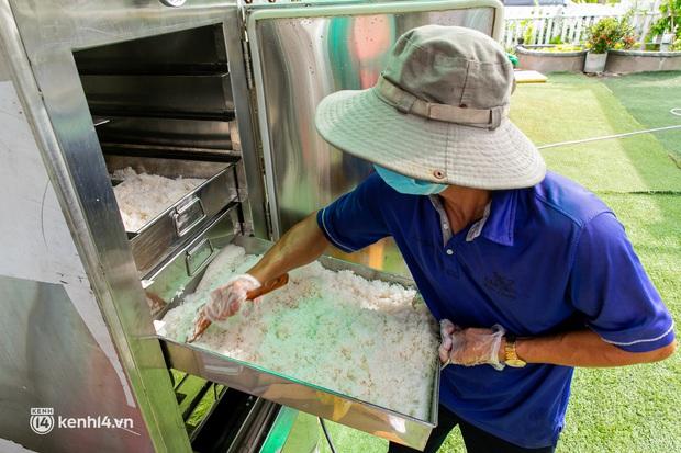 Chuyện cư dân chung cư ở Sài Gòn nấu hàng trăm suất ăn mỗi ngày tiếp sức các Bệnh viện dã chiến: Những người tham gia phải có xét nghiệm âm tính - Ảnh 12.