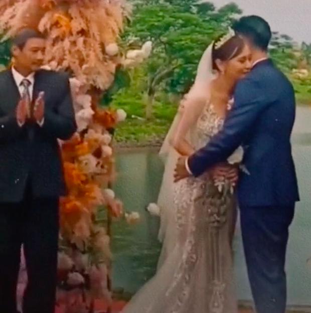 Khoảnh khắc gây xúc động: Nam được bố Sinh dắt lên lễ đường, chính thức kết hôn với Shark Long ở Hương Vị Tình Thân - Ảnh 4.