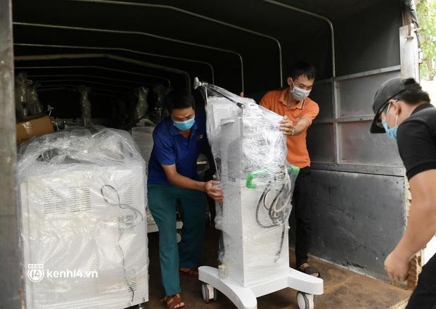 Chuyến tàu từ Hà Nội chở hơn 10 tấn thiết bị y tế chi viện cho tâm dịch TP. Hồ Chí Minh - Ảnh 6.