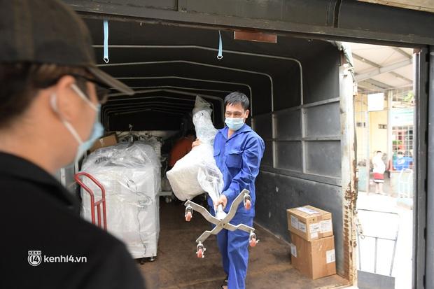 Chuyến tàu từ Hà Nội chở hơn 10 tấn thiết bị y tế chi viện cho tâm dịch TP. Hồ Chí Minh - Ảnh 5.
