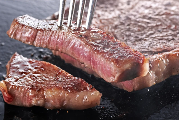 Người Nhật từng chê bò wagyu vừa lùn lại còn ít thịt, may có một bác hàng xóm mách nước mới phổ biến đến tận giờ - Ảnh 4.