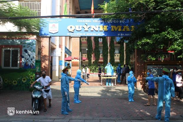 Hà Nội: Xét nghiệm Covid-19 cho hàng nghìn người dân gần Bệnh viện Phổi Hà Nội - Ảnh 5.
