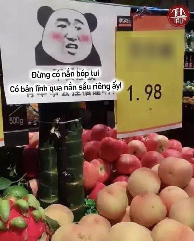 Một thói quen xấu của nhiều người khi mua hoa quả gây nhức nhối, ở Việt Nam hay nước ngoài đều bắt gặp - Ảnh 2.