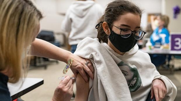 Covid-19: Đã tiêm vaccine vẫn có thể nhiễm và làm lây lan bệnh - Ảnh 1.