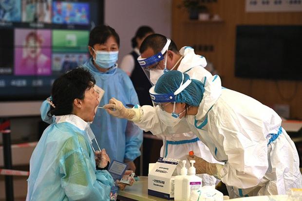 Trung Quốc đối mặt với đợt bùng phát dịch nghiêm trọng nhất do biến thể Delta - Ảnh 1.