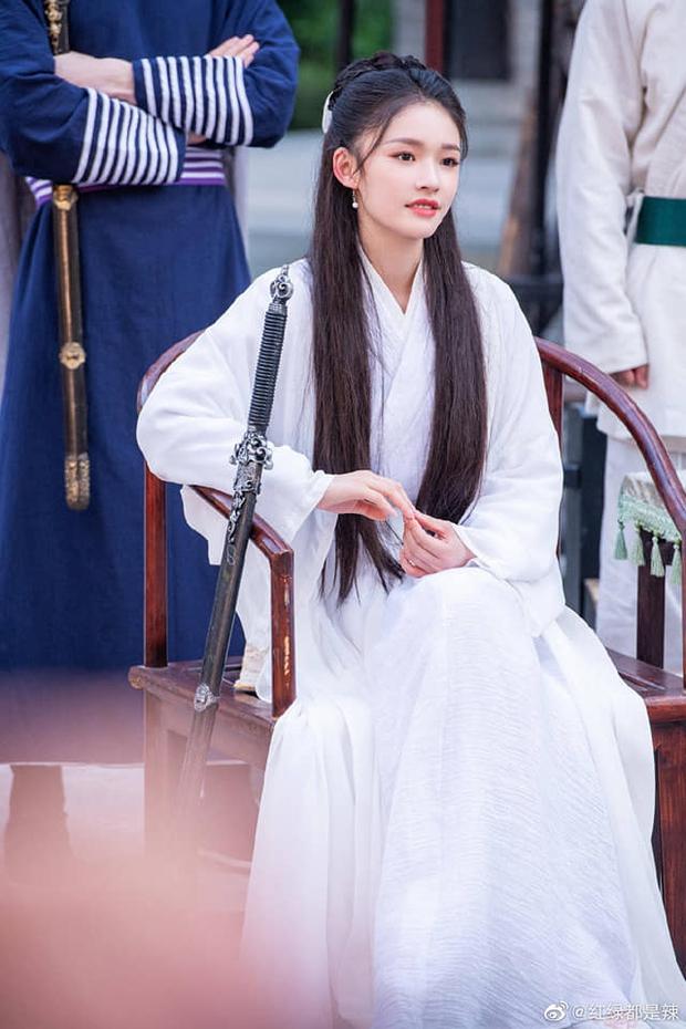 Dương Tử vắng mặt, một nữ nhân khác làm loạn với tạo hình Tiểu Long Nữ đẹp ngất ngây, liệu có cửa so với Lưu Diệc Phi? - Ảnh 3.