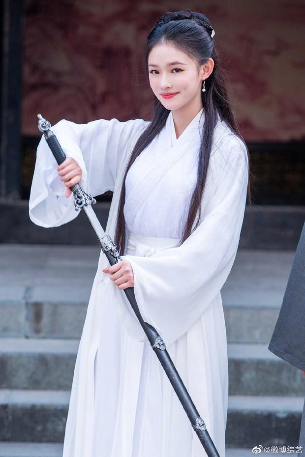 Dương Tử vắng mặt, một nữ nhân khác làm loạn với tạo hình Tiểu Long Nữ đẹp ngất ngây, liệu có cửa so với Lưu Diệc Phi? - Ảnh 9.