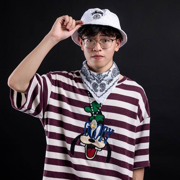 Rapper trẻ nhất Rap Việt mùa 1 gây sốt khi đỗ sớm 2 trường ĐH top đầu, bảng điểm đẹp như mơ, khối D không môn nào dưới 8 - Ảnh 1.