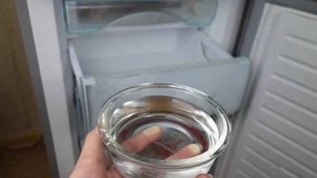 5 bước vệ sinh tủ lạnh nhanh chóng và khử mùi khó chịu cực nhàn cho chị em - Ảnh 2.