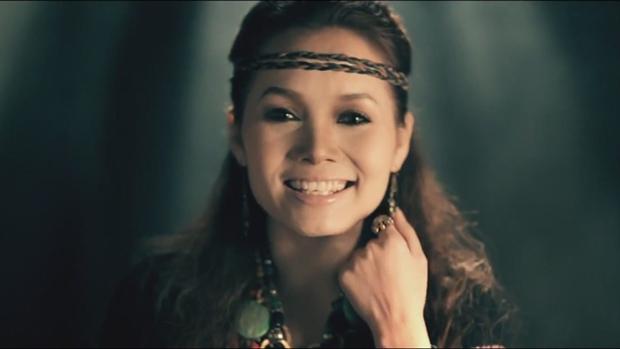Emily hát thay thế nữ ca sĩ làm nên hit lớn cùng ông xã BigDaddy nhưng bị netizen chê không hay bằng bản gốc - Ảnh 7.