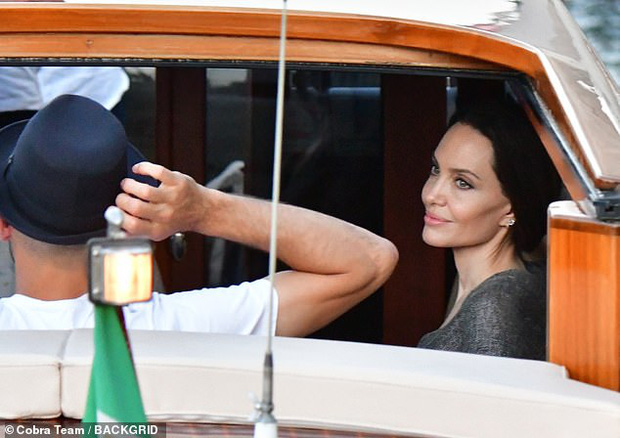 Angelina Jolie đại náo nước Ý: Lộ chân gân guốc da bọc xương nhưng visual kinh diễm cân tất, át cả ái nữ khổng lồ Shiloh - Ảnh 6.