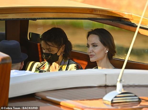 Angelina Jolie đại náo nước Ý: Lộ chân gân guốc da bọc xương nhưng visual kinh diễm cân tất, át cả ái nữ khổng lồ Shiloh - Ảnh 8.