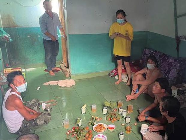Xử phạt 8 người cùng dãy trọ tổ chức ăn nhậu trong mùa dịch - Ảnh 1.