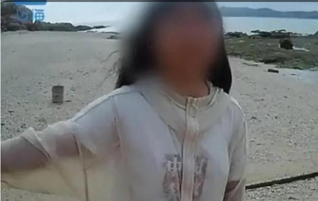 Nữ sinh 13 tuổi bị cha mẹ đuổi ra đảo hoang để thuần phục tính ngang bướng - Ảnh 1.