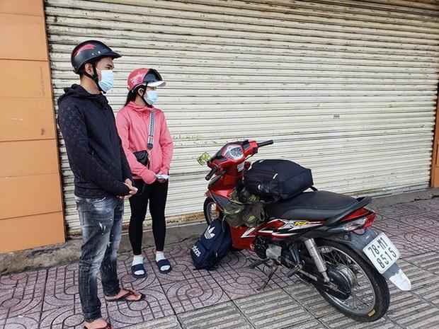 2 chị em lên đường về quê khi chỉ còn 200.000 đồng và hành động ấm lòng của CSGT - Ảnh 1.