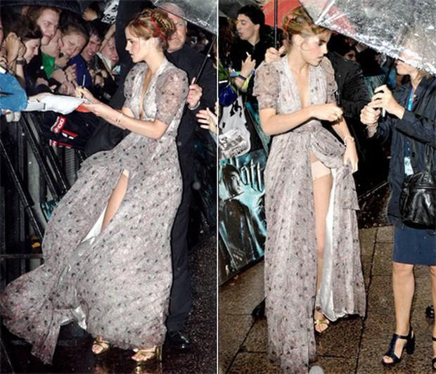 1001 sự cố í ẹ nhất thảm đỏ: Góa phụ đen bị MC sờ ngực, Kendall - Emma Watson lộ chỗ nhạy cảm chưa bằng tài tử rơi bao cao su - Ảnh 23.