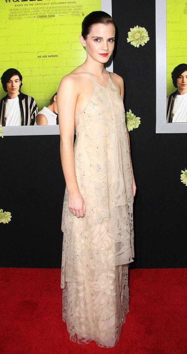 1001 sự cố í ẹ nhất thảm đỏ: Góa phụ đen bị MC sờ ngực, Kendall - Emma Watson lộ chỗ nhạy cảm chưa bằng tài tử rơi bao cao su - Ảnh 24.
