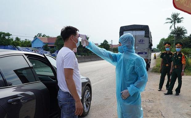 Hà Nam: Phát hiện 2 vợ chồng dương tính SARS-CoV-2 trên đường di chuyển từ TP.HCM về Lào Cai - Ảnh 1.