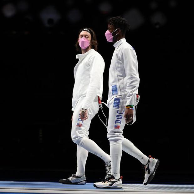 Dính cáo buộc tấn công tình dục, VĐV phải một mình đi máy bay tới Olympic, bị đồng đội khinh thường ngay trên sàn đấu - Ảnh 2.