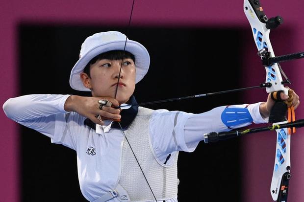 Vì sao giành về 3 HCV nhưng nữ cung thủ Hàn Quốc bị nhiều dân mạng quê nhà chỉ trích thậm tệ, đòi tước huy chương? - Ảnh 1.