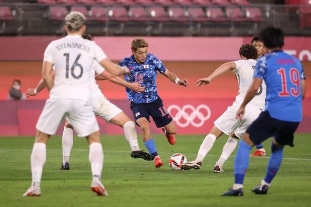 Olympic Nhật Bản giành vé vào bán kết bóng đá nam sau loạt đá luân lưu nghẹt thở - Ảnh 3.