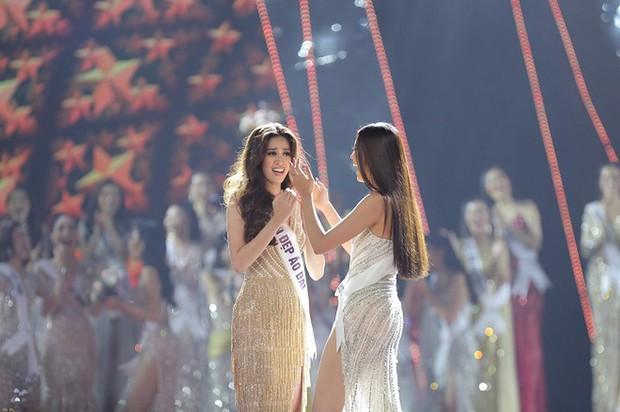 Tranh cãi phát ngôn của Kim Duyên khi nắm tay Khánh Vân tại chung kết Miss Universe 2019: Em kể một đằng, chị thuật lại 1 nẻo? - Ảnh 4.
