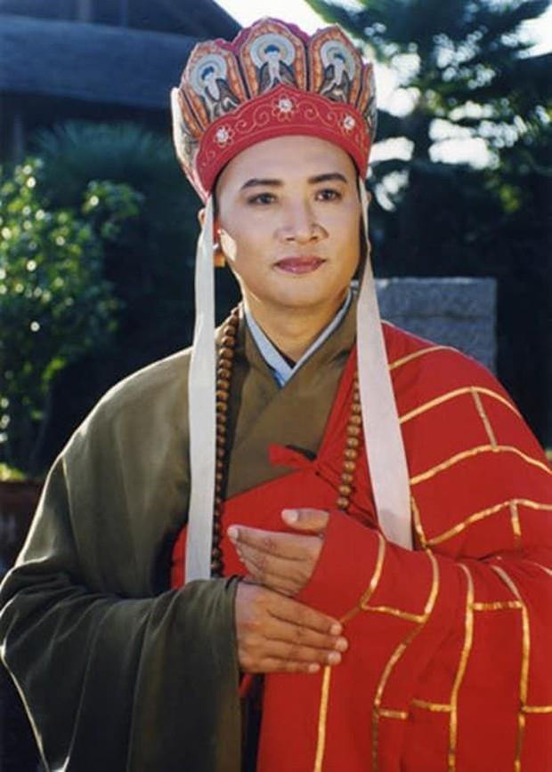 Tháp tùng bà xã tỷ phú đi sự kiện, Đường Tăng Trì Trọng Thuỵ bị chế giễu và nhắc lại tin đồn đào mỏ vì hành động này - Ảnh 6.