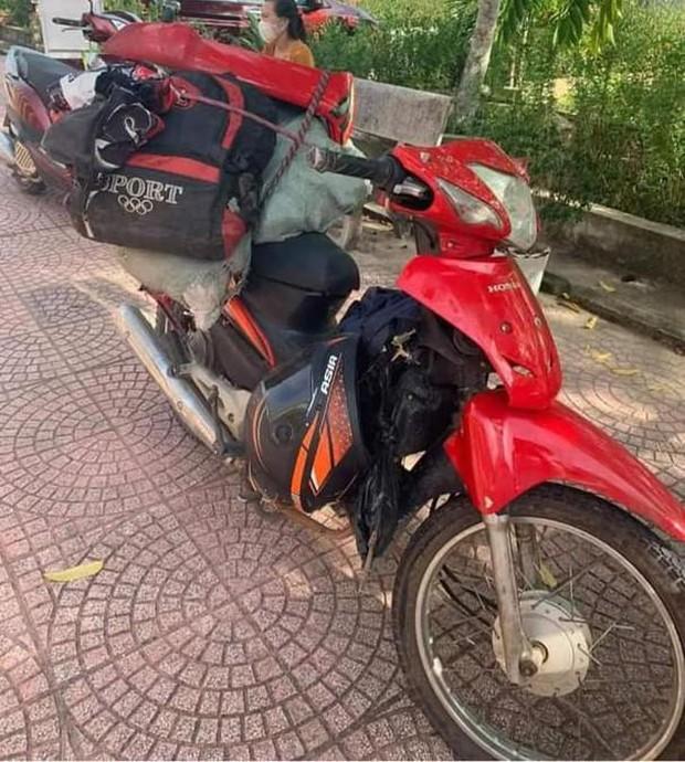 Chạy xe máy 3 ngày 3 đêm về quê tránh dịch, thanh niên ngủ gật đâm vào lan can đường - Ảnh 1.