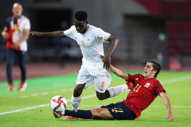 Hậu vệ Bờ Biển Ngà phá game, giúp Tây Ban Nha trở về từ cõi chết, ngược dòng giành vé vào bán kết Olympic - Ảnh 12.