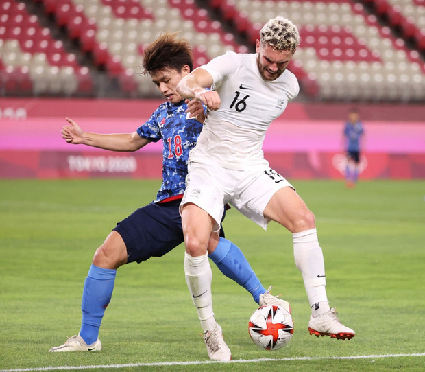 Olympic Nhật Bản giành vé vào bán kết bóng đá nam sau loạt đá luân lưu nghẹt thở - Ảnh 4.