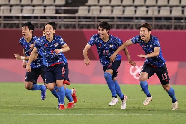 Olympic Nhật Bản giành vé vào bán kết bóng đá nam sau loạt đá luân lưu nghẹt thở - Ảnh 5.