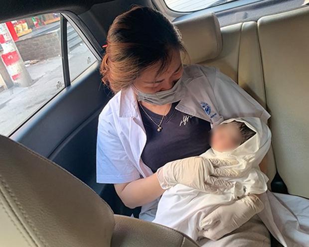Cảm kích vì được cán bộ công an tại chốt kiểm dịch giúp đỡ, gia đình sản phụ đặt tên con là Công An - Ảnh 2.
