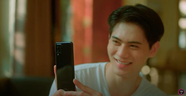 Cộng đồng mạng soi ra cục sạn to đùng trong MV mới của Lê Bảo Bình, điện thoại một đằng, tin nhắn một nẻo? - Ảnh 4.