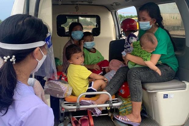 Vụ 2 ông chồng bỏ quên vợ con giữa đường khi chạy xe máy về quê tránh dịch: 2 người phụ nữ cùng 4 cháu nhỏ đã được hỗ trợ đưa về - Ảnh 3.
