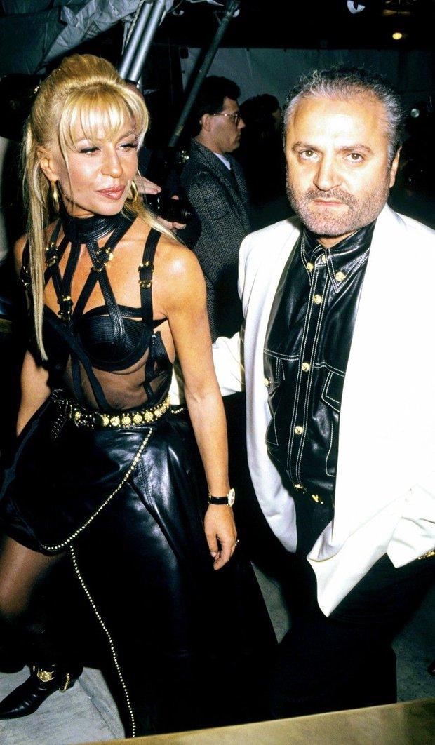 9 cặp NTK - nàng thơ nổi tiếng làng mốt: Căng nhất là mối quan hệ gương vỡ lại lành sau 20 năm của Karl Lagerfeld, Audrey Hepburn thì một lòng với Givenchy - Ảnh 5.