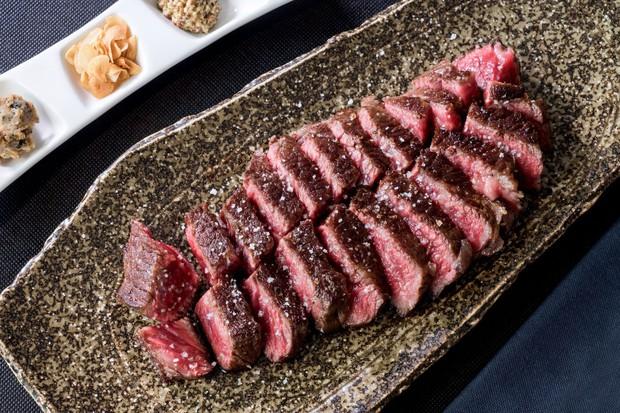 Người Nhật từng chê bò wagyu vừa lùn lại còn ít thịt, may có một bác hàng xóm mách nước mới phổ biến đến tận giờ - Ảnh 5.
