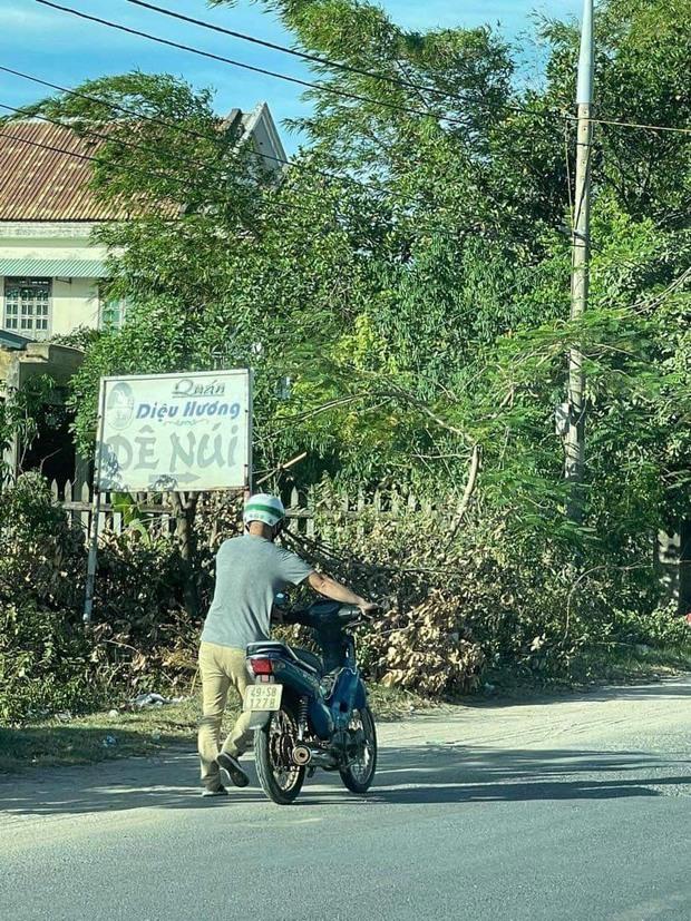 Vợ chồng nghèo ôm con 9 ngày tuổi chạy xe máy hơn 1.000km từ miền Nam về quê tránh dịch - Ảnh 2.