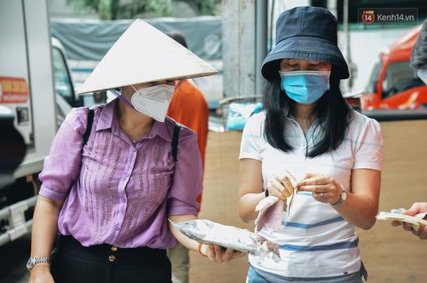 Người Sài Gòn được tiếp sức 3 tấn cá biển đầu tiên từ bà con Quảng Bình - Ảnh 7.