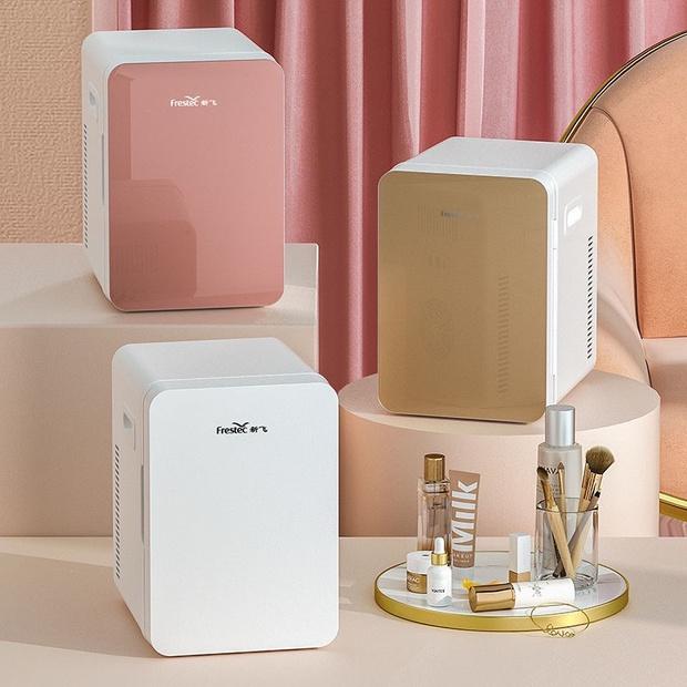 Thêm nhiều tủ lạnh mini mới cực yêu, nàng nào đang muốn tậu nhà cho mỹ phẩm thì nên nghía - Ảnh 1.