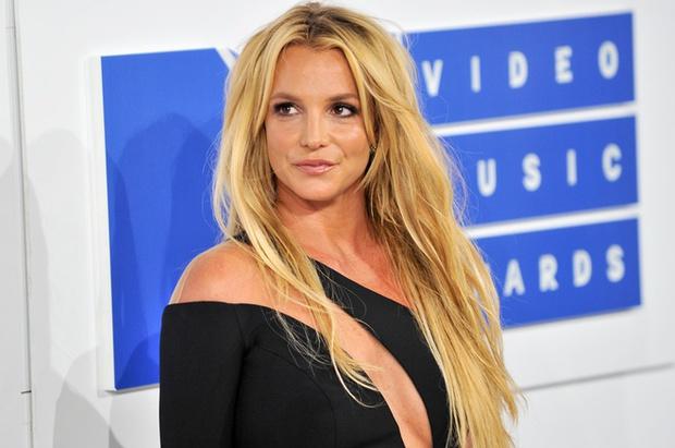 Bản điều tra lần đầu công bố loạt sự thật về quyền bảo hộ Britney Spears: Bị bố ruột chửi bới thậm tệ, muốn bên con nhưng bị áp giải như sát nhân - Ảnh 3.
