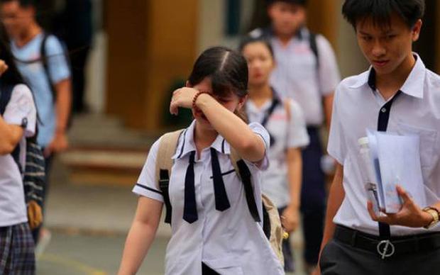 Nữ sinh bị mẹ bắt quỳ giữa sân trường vì không đỗ lớp 10 chính thức lên tiếng, hé lộ gia cảnh thương tâm - Ảnh 1.