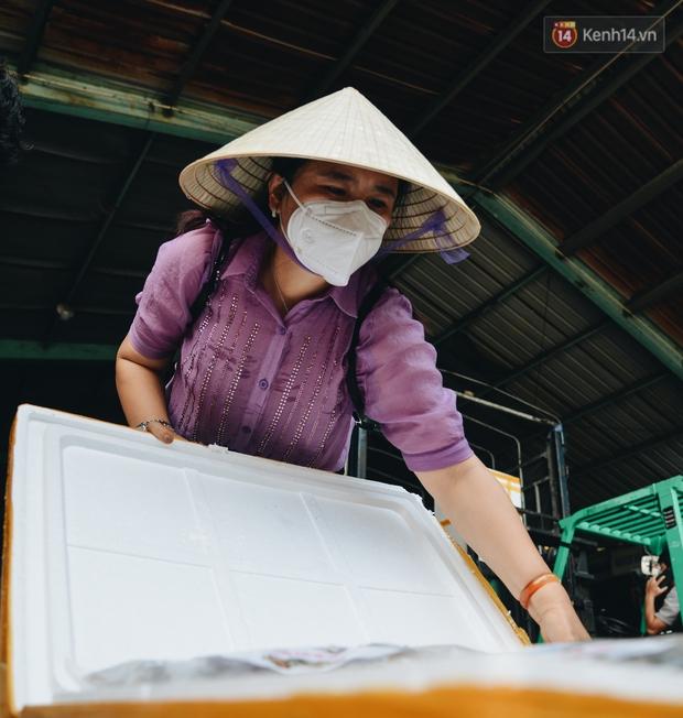 Người Sài Gòn được tiếp sức 3 tấn cá biển đầu tiên từ bà con Quảng Bình - Ảnh 8.
