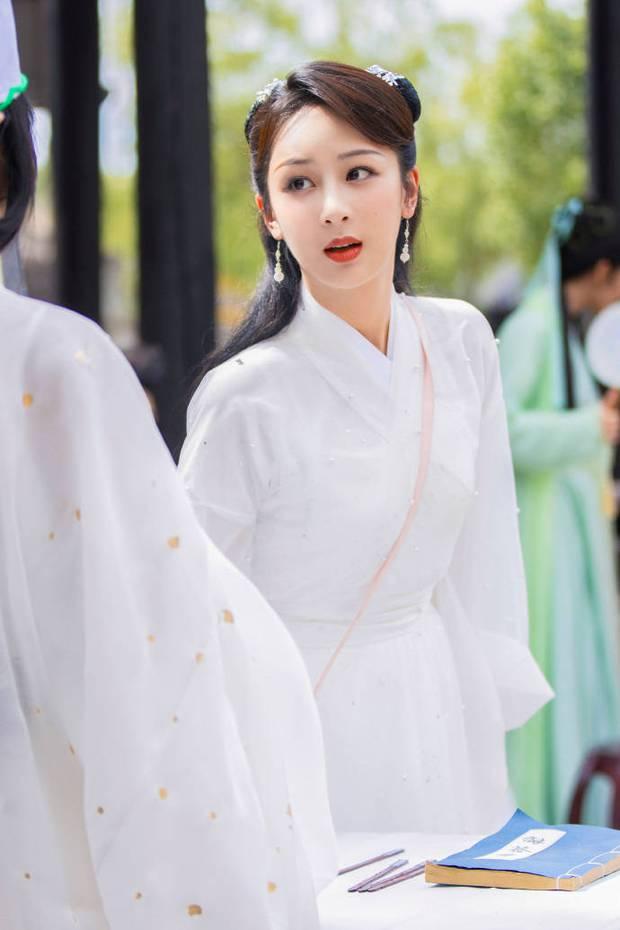 Hậu scandal bị đàn chị tố giả tạo, xảo quyệt, không lễ phép, Dương Tử gây sốt với visual thanh tú lên hương ngút ngàn - Ảnh 4.