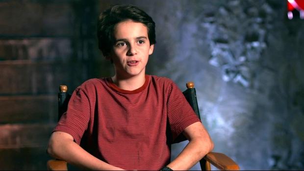 Bị hỏi vấn đề nhạy cảm, diễn viên nhí một thời của siêu phẩm kinh dị IT công khai come out luôn ở tuổi 18 - Ảnh 4.