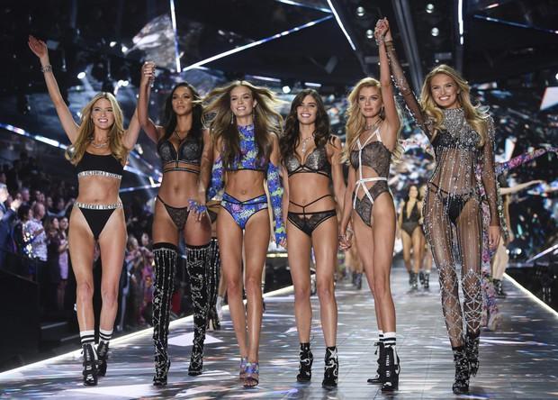 Giám đốc ác quỷ đứng đầu đế chế thiên thần Victorias Secret: Dở thủ đoạn dâm ô, trả thù người mẫu, quấy rối Bella Hadid thô tục - Ảnh 2.